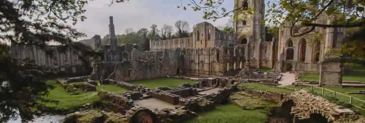 A Vaják forgatásában egy nagy jelenetre készülnek a Fountains Abbey-nél