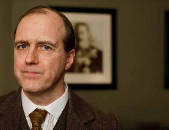 A Downton Abbey színésze, Kevin Doyle is csatlakozott a Vaják csapatához